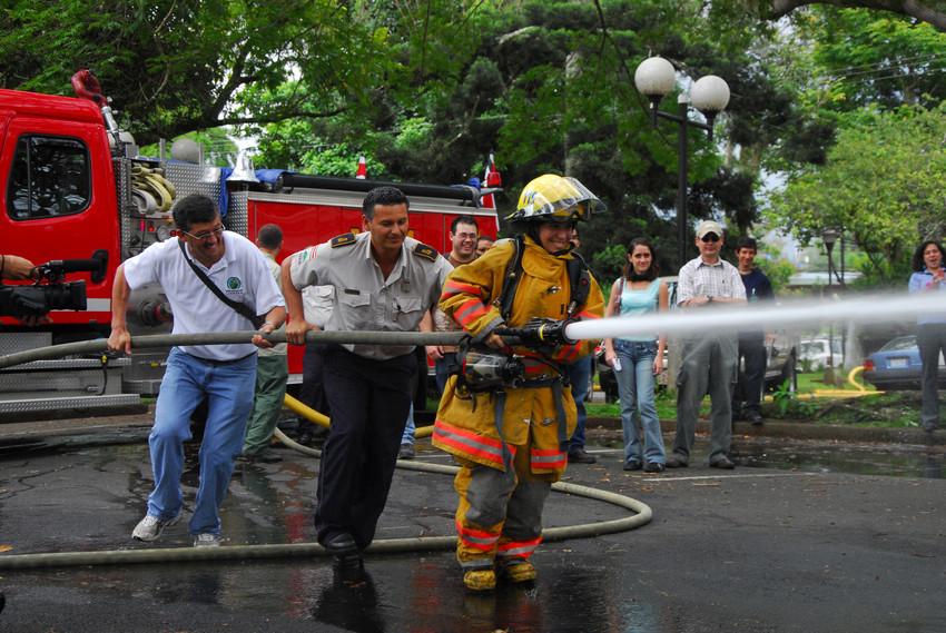 UCR aporta al conocimiento sobre prevención contra incendios