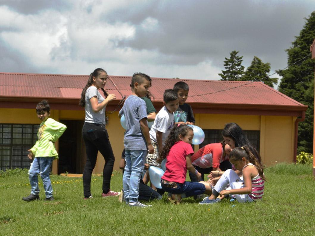 Ninos Ninas Y Madres De Tirrases Aprenden Sobre Sus Derechos Jugando